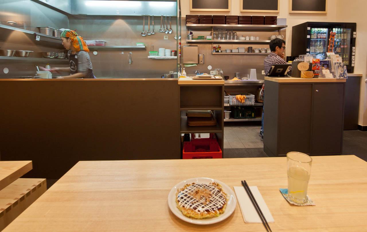 Herzhafte japanische Pfannkuchen im Hanage