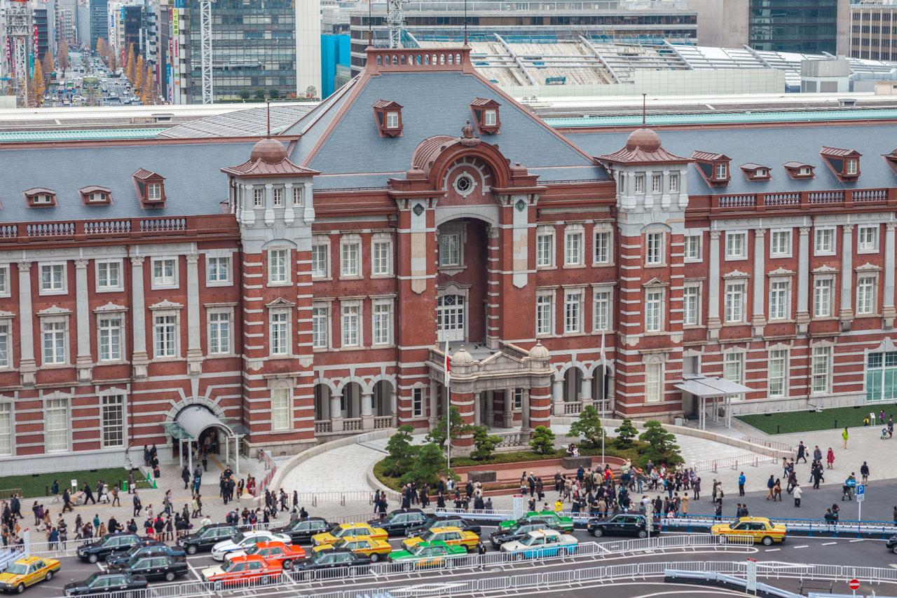 The Tokyo Station Hotel mit Taxi-Schlange
